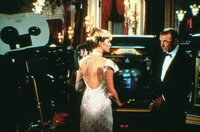 Domino Petachi (Kim Basinger), James Bond (Sean Connery)
