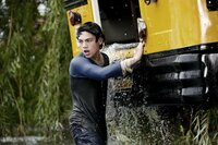 Als er seine Mitschüler vor dem sicheren Tod bewahrt, muss der junge Clark Kent (Dylan Sprayberry) erkennen, dass er nicht so ist wie andere Menschen ...