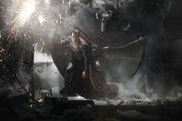 General Zod will die Erde vernichten und den Planeten in ein neues Krypton verwandeln. Kann und will Clark (Henry Cavill), der selbst Kryptonier ist, den Bösewicht aufhalten? Oder schlägt er sich womöglich auf die Seite von Zod?