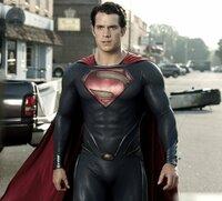 Der ultimative Showdown nimmt seinen Lauf: Superman (Henry Cavill) und Bösewicht General Zod stehen sich im letzten Kampf von Angesicht zu Angesicht gegenüber. Kann Clark den verrücktgewordenen Schurken schlagen oder wird dieser die Erde vollständig zerstören?