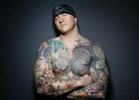 (1. Staffel) - Randy Engelhard reist als Gast-Tätowierer um die Welt, sticht Tattoos in seinem eigenen Laden und will jetzt verzweifelten Menschen dabei helfen, aus einem Tattoo-Fiasko ein Traum-Tattoo zu machen ...