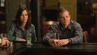 Audrey Safranek (Kristen Wiig, l.), Paul Safranek (Matt Damon, r.)