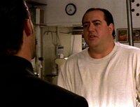Bäcker Dom (Nick Vallelonga, re.) weigert sich, für seinen Chef Marty eine Torte zu backen. Er glaubt nämlich, den Teufel höchstpersönlich im Backofen gesehen  zu haben...Bäcker Dom (Nick Vallelonga, re.) weigert sich, fĂĽr seinen Chef Marty eine Torte zu backen. Er glaubt nämlich, den Teufel höchstpersönlich im Backofen gesehen  zu haben...