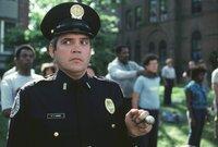 Unbarmherzig drillt Lieutenant Harris (G. W. Bailey, vorne) die Neuankömmlinge ...