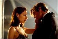 Joe (Brad Pitt) und Susan (Claire Forlani) nehmen Abschied, doch trotzdem gibt es ein Happy End.