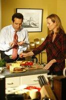 Rückblick: Vor zwölf Jahren, kurz vor Weihnachten, verabschiedet sich Monk (Tony Shalhoub) morgens von seiner Frau Trudy (Melora Hardin), um seinem Job nachzugehen. Kurz darauf erreicht ihn die Nachricht von Trudys Tod...