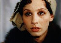 Frommermann und Biberti sind beide in die Studentin Erna Eggstein (Meret Becker) verliebt.