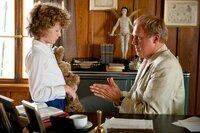 Auch der kleine Volker (Nico Kleemann, l.) kommt in die Familie von Schulleiter Simon Pistorius (Ulrich Tukur).