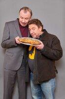 Wenn Armin Rohde (r.) und Ludger Pistor gemeinsam Schnitzel essen, freuen sich Zuschauer und Kritiker gleichermaßen.