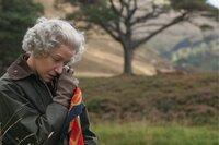 Die Queen (Helen Mirren) sucht ein bisschen Ruhe in der schottischen Natur. Dabei gehen ihr das Schicksal eine kapitalen Hirschbocks sowie die Ereignisse in London sehr nahe - auch, wenn sie das niemals in der Öffentlichkeit zeigen würde.