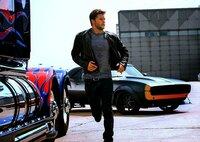 Als der Vater von Shanes (Jack Reynor) Freundin den Alien-Führer und Transformer Optimus Prime in seiner Scheune findet, beginnt für alle vier ein Wettlauf gegen die Zeit. Denn obwohl Prime den friedliebenden Autobots angehört, will die CIA ihn und seine Anhänger beseitigen ...