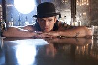 Dem lässigen Barkeeper Jack (Cam Gigandet) hat Ali es zu verdanken, dass sie in Los Angeles nicht auf der Straße steht ...