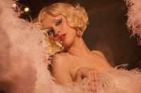 Mit ihrem Talent kann sich nicht nur Ali (Christina Aguilera) einen Traum erfüllen, sondern auch Tess zieht daraus ihre Vorteile ...