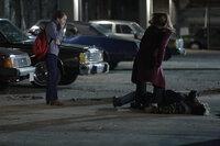 Nachdem sich Elizabeth (Keri Russell, r.) bei einer Auseinandersetzung brutal verhält, steht ihre Tochter Paige (Holly Taylor, l.) unter Schock ...
