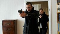 Arne Dahl - Bussestunde Alexander Salzberger als Jorge Chavez, Vera Vitali als Sara Svenhagen SRF/ZDF/Johan Paulin