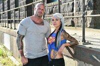 Welche Tattoo-Fails und die Geschichten dahinter überzeugen die Türsteher Chris van Core (l.) und Katharina Alt (r.)?