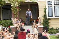 Mac (Seth Rogen) ist von der zugezogenen Schwesternschaft in seinem Nachbarhaus sichtlich überfordert ...