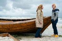 Camping-Kalle (Christoph M. Ohrt) und Desiree (Diana Amft) sitzen im selben Boot: Beiden steht finanziell das Wasser zum Hals.