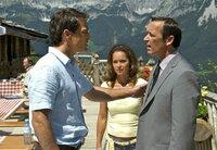 Markus (Jan Sosniok, links) macht Sandras (Christina Plate) Freund Matthias (Michael Roll) klar, dass er unerwünscht ist.