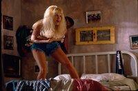 Melba (Kristin Baer) ist Peppers Charme verfallen und spielt gern Spielchen mit ihm.