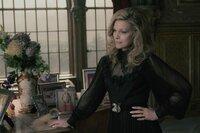 Elizabeth Collins Stoddard (Michelle Pfeiffer)
