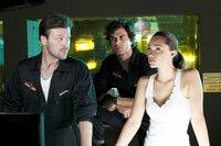 Gemeinsam mit Philip Rudel (Timo Hübsch, l.) und ihrem Freund Marco (Kai Schumann) sucht Charlie (Sarah M. Besgen) nach der Ursache für die Triebwerksexplosion. War ihre Notlandung auf der Autobahn doch ein Pilotenfehler?