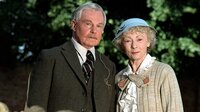 Miss Marple (Geraldine McEwan) und Colonel Protheroe (Derek Jacobi, l)