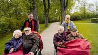 """Kopenhagen die Fahrradstadt schlechthin. Ina Müller macht mit den Senioren der Bewegung """"Cycling without Age"""" eine Ausfahrt mit dem Fahrrad zusammen mit Gründer Ole Kassow."""