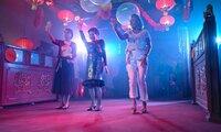 Bei den Freundinnen Maria (Uschi Glas, li.), Kiki (Hannelore Elsner) und Helga (Jutta Speidel) flammt der Jugendtraum von einem gemeinsamen Tanzcafé wieder auf.