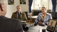 Nach erfolgreich absolviertem Trennungsjahr wollen Killmer (Uwe Ochsenknecht) und Kati (Diana Amft) nun endlich geschieden werden. Bürgermeister Drömmer (Bernhard Schütz) soll seines Amtes walten.