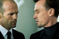 Frank Martin (Jason Statham, l.) wird von Ex-Delta-Force Soldat Jonas Johnson (Robert Knepper) gezwungen, einen sehr speziellen Auftrag zu übernehmen...