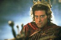 Der fiese und gemeine Prinz John (Richard Lewis) hat in England das Sagen, solange der ehrenwerte König Richard auf Kreuzzug verweilt. Unterstützung erhält der tollpatschige Narren-Prinz von dem schurkischen Sheriff von Nottingham und der bösen Hexe Latrine ...