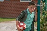 Liam (Haydn Craven) ist Dillons Geheimnis auf der Spur.