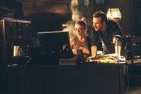 Detektiv Edward Carnby (Christian Slater) versucht mit Archäologin Aline Cedrac (Tara Reid) herauszufinden, worum es sich bei dem Artefakt, das er von einer seiner Expeditionen mitgebracht hat, handelt.