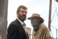 (v.l.n.r.) Logan (Hugh Jackman); Caliban (Stephen Merchant)