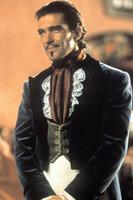 Keiner weiß, dass Alejandro (Antonio Banderas) noch eine geheime Identität als Zorro besitzt ...