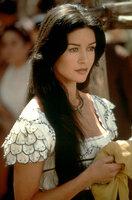 Die schöne Elena (Catherine Zeta-Jones) ist in den geheimnisvollen Zorro verliebt ...