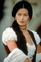 Elena (Catherine Zeta-Jones) verliebt sich in den Gegenspieler von Montero, den sie für ihren Vater hält.