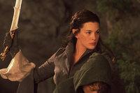 Arwen (Liv Tyler) gelingt es, Frodo vor einem Angriff der Nazgul zu schützen. Sie bringt ihn ins sichere Bruchtal ...