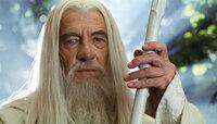 Nach seinem Sturz in den Schlund wird Gandalf (Ian McKellen) als Gandalf der Weiße wiedergeboren ...