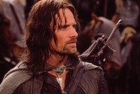 In der Burg Helms Klamm bereitet sich Aragorn (Viggo Mortensen) auf den großen Angriff durch Sarumans Truppen vor ...