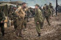 """Norman (Logan Lerman, r.) ist eigentlich zum Schreiber bei der Armee ausgebildet worden. Bei seiner ersten Begegnung mit """"Wardaddy"""" (Brad Pitt) wird klar, dass ér ab sofort Bugschütze des Panzers sein soll."""