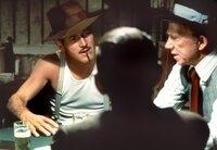 Henry Gondorff (Paul Newman, l) und sein Freund J.J. Singleton (Ray Walston, r) hauen den Gangster Doyle Lonnegan beim Pokerspiel raffiniert übers Ohr.