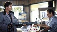 Der Terminator (Arnold Schwarzenegger, li.) bedroht den Angestellten (Dick Miller)Der Terminator (Arnold Schwarzenegger, li.) bedroht den Angestellten (Dick Miller)