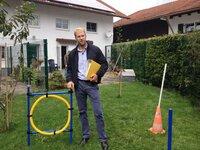 Der Lebenstraum einer Hartz-IV-Empfängerin aus Bayern ist es, eine Tierpension zu eröffnen - doch die Behörden scheinen sich querzustellen. Rechtsanwalt Christopher Posch nimmt sich des Falles an und vermutet Behördenwillkür.
