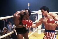 Verbissen boxen Rocky (Sylvester Stallone, r.) und Clubber Lang (Mr. T) um den Weltmeistertitel.