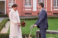 Alex Rode (Jan Hartmann) erreicht das Standesamt zu spät. Laura Seifert (Susan Hoecke) hat ihren Verlobten bereits geheiratet.