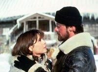 Obwohl seine Frau Adrian (Talia Shire) ihn eindringlich warnt, will Rocky (Sylvester Stallone) nach Apollos Tod nun selbst gegen den arroganten Russen in den Ring zu steigen und beginnt mit seinem Training in Sibirien.