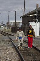Die Freunde Frank Vega (Danny Trejo, l.) und Bernie Pope (Danny Glover, r.) sind in Louisiana auf der Suche nach der entführten Tochter eines Freundes. Natürlich mit einer ordentlichen Portion Rauflust im Gepäck ...