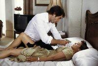 Bei seiner Suche nach Drogenbaron Sanchez trifft James Bond (Timothy Dalton) auf die ehemalige Army-Pilotin Pam Bouvier (Carey Lowell). Um den Tod von Freund Felix Leiter zu rächen, begeben sie sich gemeinsam auf eine gefährliche Mission...